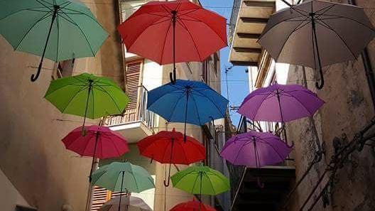 Ombrelli che volano a Isnello